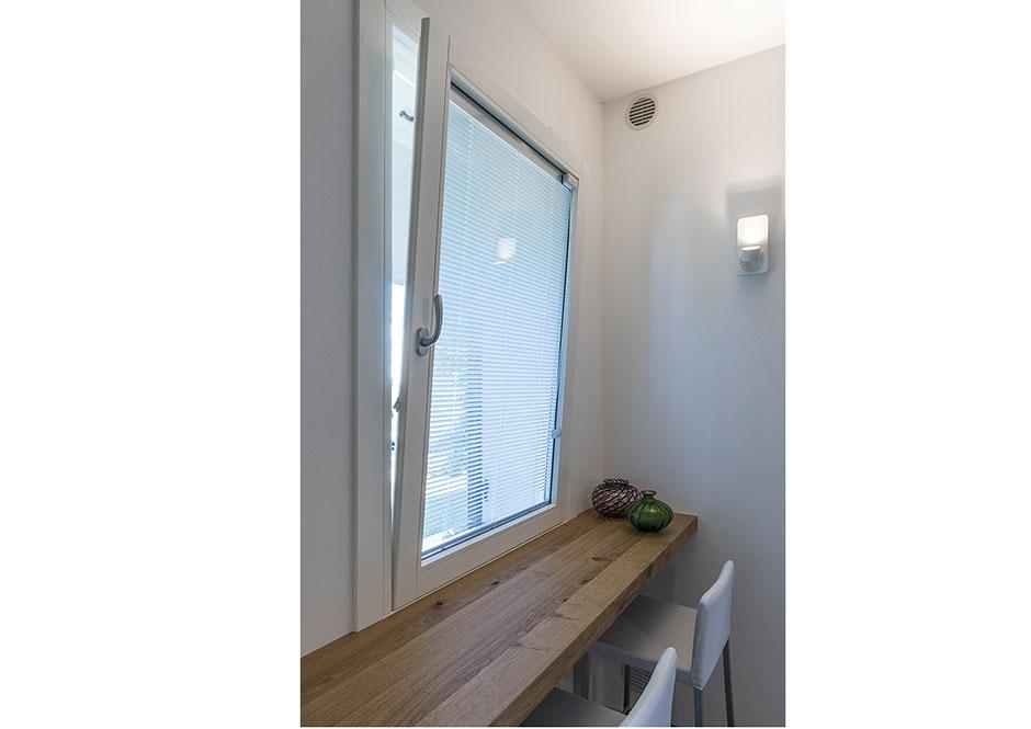 Vendita serramenti e porte puntoci installazione ed assistenza specializzata - Veneziana finestra ...